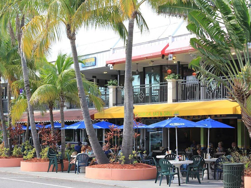 st armands restaurant and palm trees